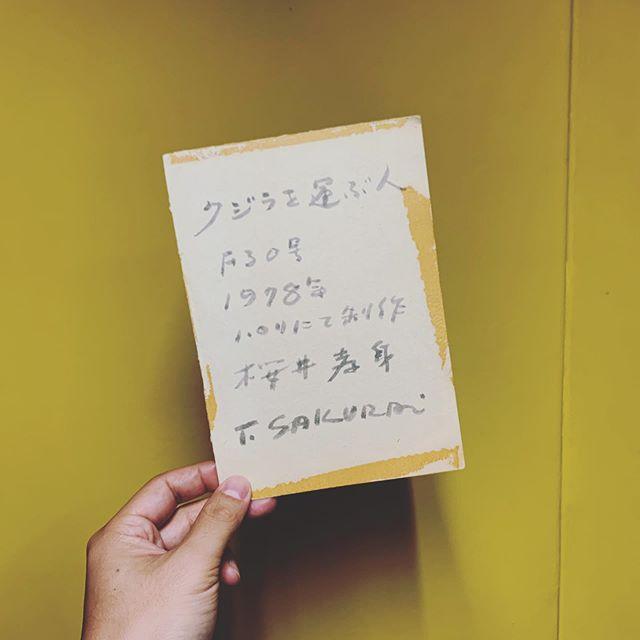 クジラ店に前衛美術グループ「九州派」の作品を展示中